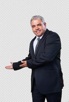 Homem de negócios, fazendo um gesto de boas-vindo