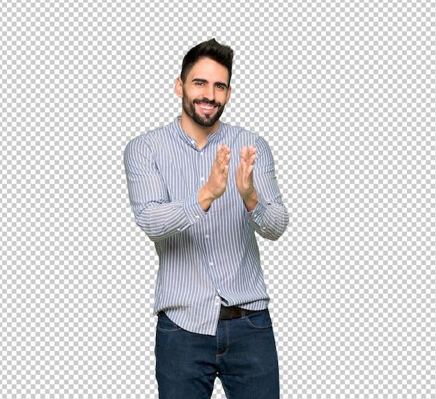 Homem elegante com camisa aplaudindo após apresentação em uma conferência