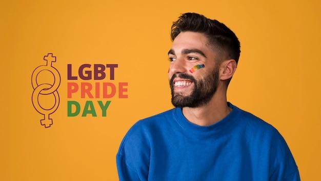 Homem feliz no dia do orgulho gay lgbt