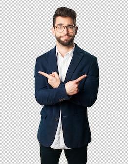 Homem jovem, apontar, com, dedo