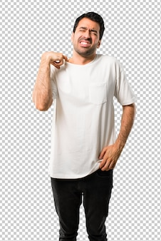 Homem jovem, com, camisa branca, com, cansado, e, expressão doente