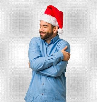 Homem jovem, desgastar, chapéu santa, dando um abraço