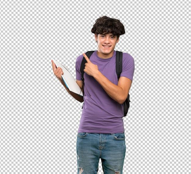 Homem jovem estudante assustado e apontando para o lado