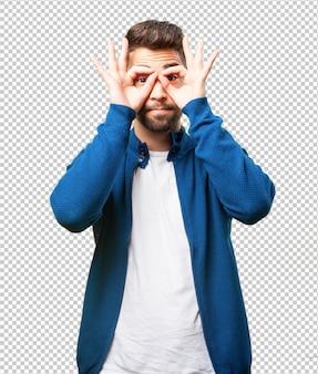 Homem jovem, fazendo, um, óculos, símbolo