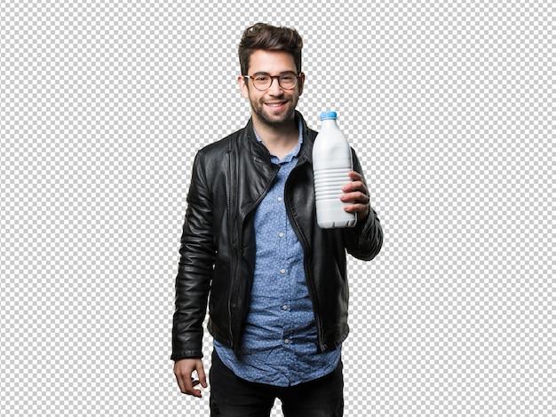 Homem jovem, segurando, um, garrafa leite