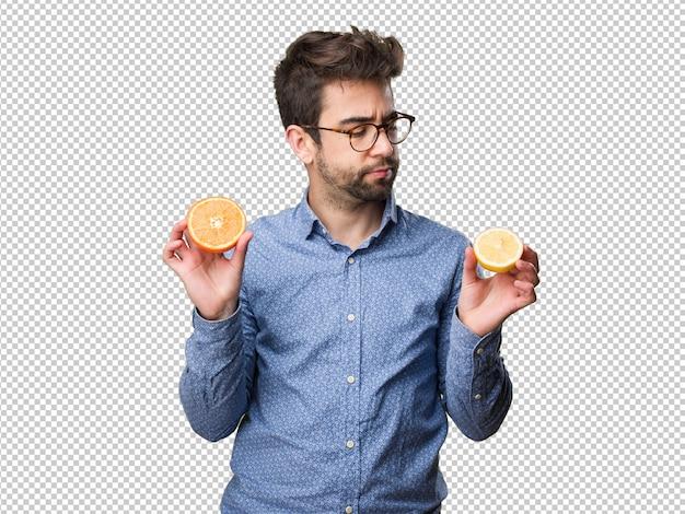 Homem jovem, segurando, um, limão