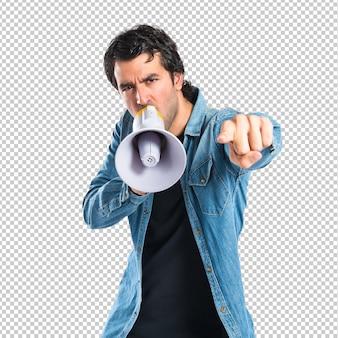 Homem jovem, shouting, sobre, isolado, fundo branco