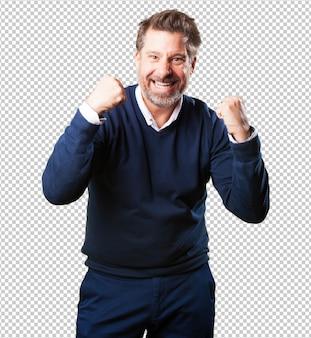 Homem maduro, fazendo um gesto de vencedor