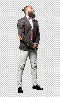 Homem negro de corpo inteiro elegante isolado