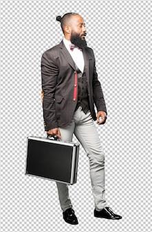 Homem negro de corpo inteiro segurando uma maleta