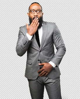 Homem negro de negócios surpreso