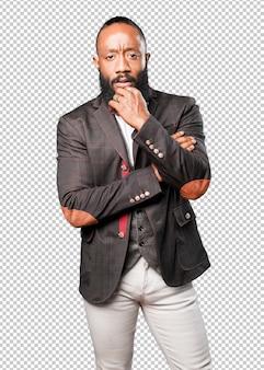 Homem negro de pé