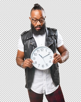 Homem negro segurando um relógio