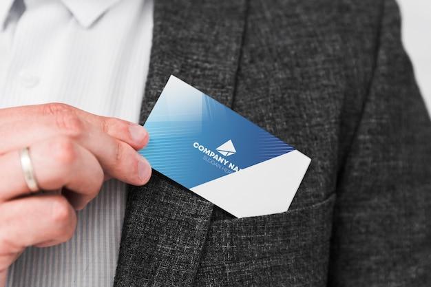 Homem, segurando, cartão negócio