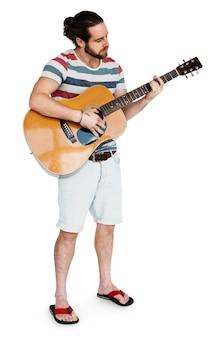 Homem tocando guitarra