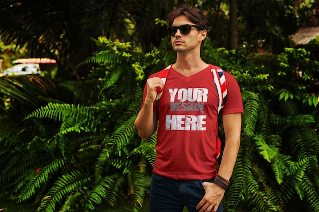 Homens no tropic t shirt mock up