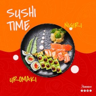 Hora do sushi com nigiri e uramaki receita com peixe cru para restaurante japonês asiático ou sushibar