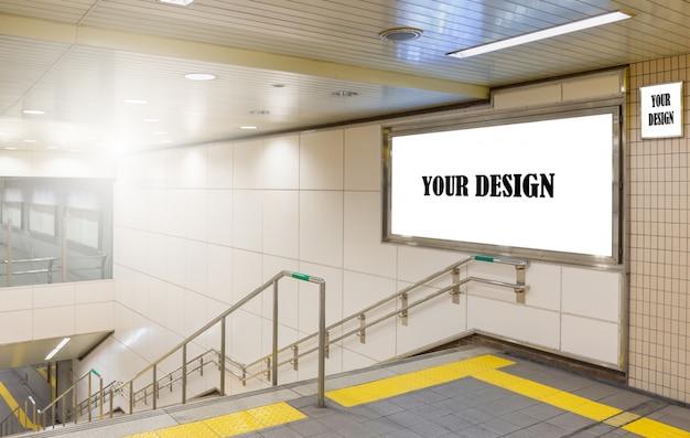 Imagem da maquete de cartazes de tela branca outdoor em branco e levou na estação de metrô para publicidade