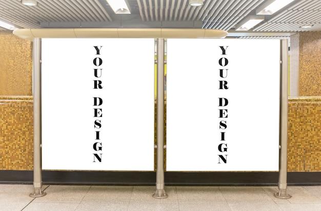 Imagem de maquete de cartazes de tela branca outdoor em branco e levou na estação de metrô