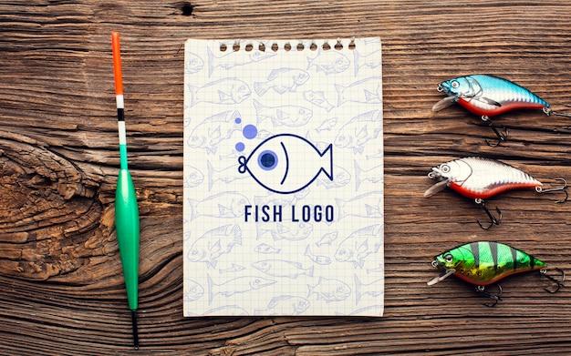 Isca de peixe e bloco de notas mock-up