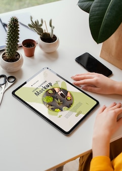 Jardim caseiro em mock-up tablet