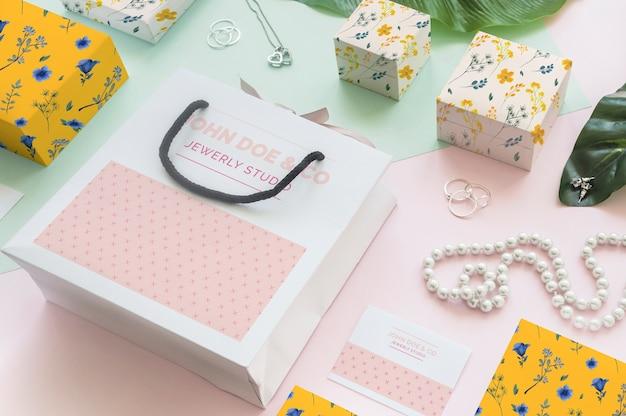 Jóia decorativa e maquete de embalagem