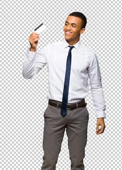 Jovem, afro americano, homem negócios, segurando, um, cartão crédito, e, pensando