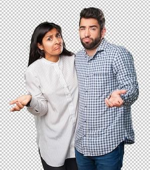 Jovem casal duvidando