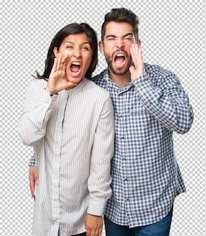 Jovem casal gritando