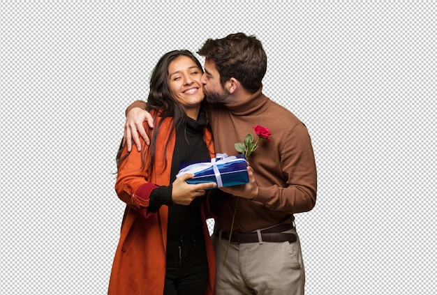 Jovem casal legal comemorando o dia dos namorados