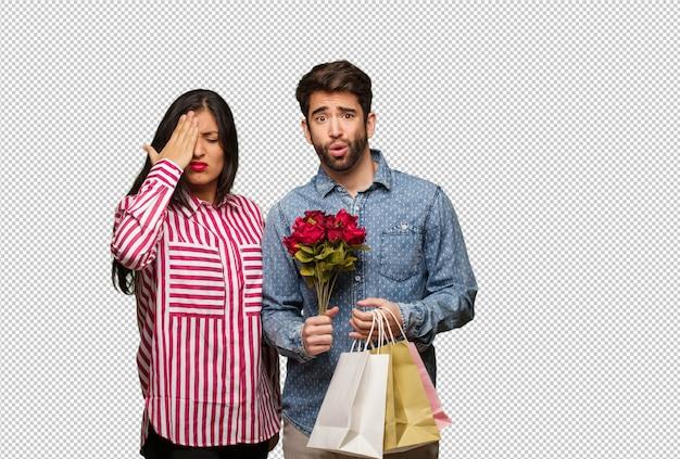 Jovem casal no dia dos namorados esquecido, perceber algo