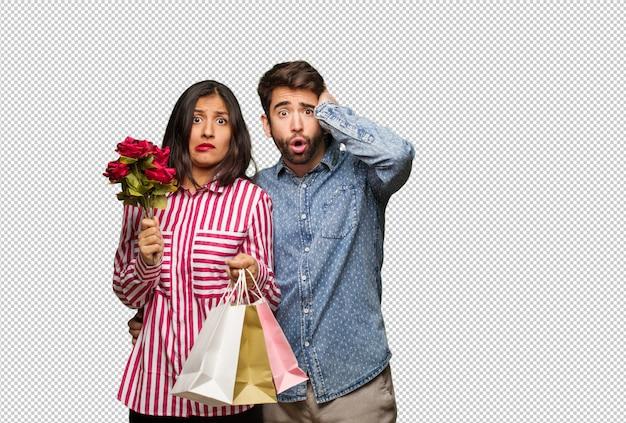 Jovem casal no dia dos namorados preocupado e oprimido