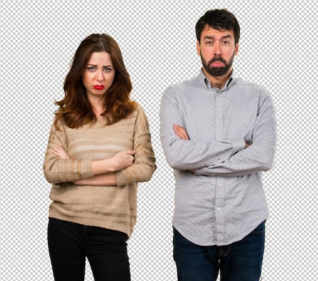 Jovem casal triste