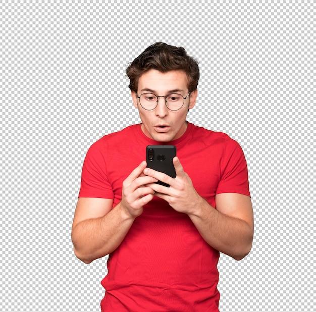 Jovem chocado usando um telefone celular