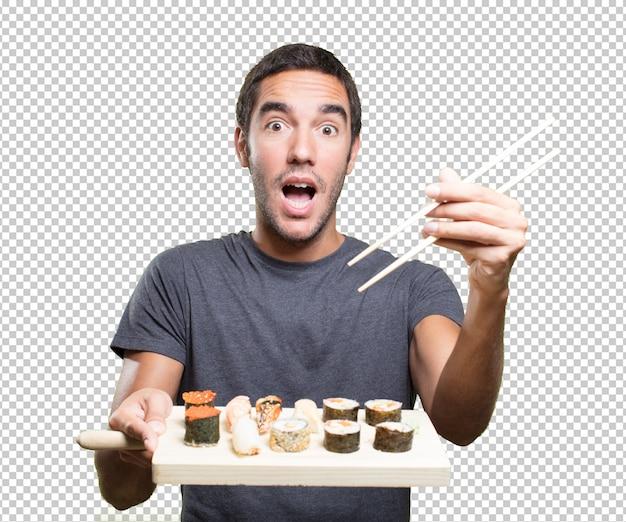 Jovem feliz comendo sushi