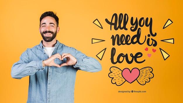 Jovem feliz fazendo um coração com as mãos ao lado de amor citação