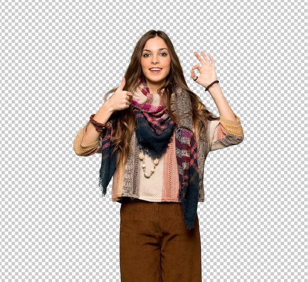 Jovem, hippie, mulher, mostrando, tá bom sinal, com, e, dar, um, polegar cima, gesto