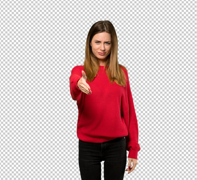 Jovem mulher com camisola vermelha, apertando as mãos para fechar um bom negócio