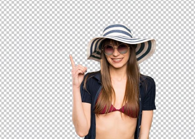 Jovem mulher de biquíni apontando com o dedo indicador uma ótima idéia