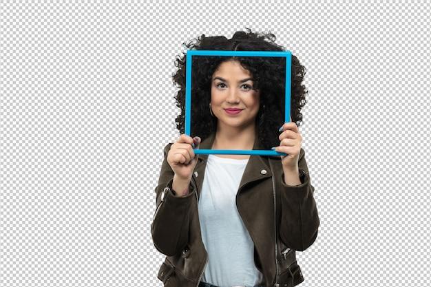 Jovem mulher segurando um quadro
