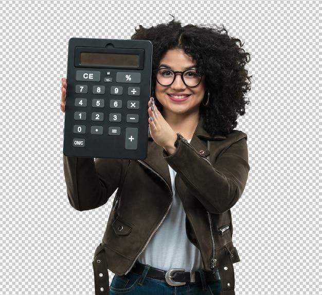 Jovem mulher segurando uma calculadora