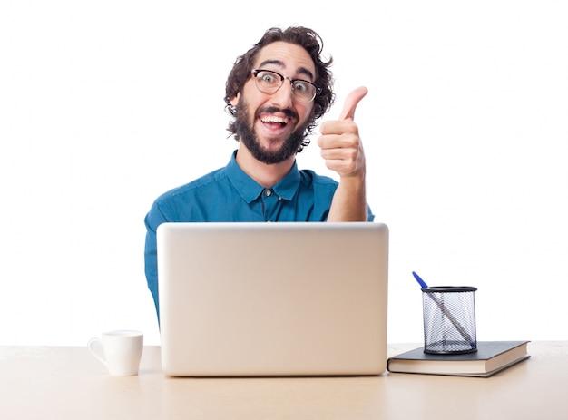 Joyful executivos mostra os polegares acima
