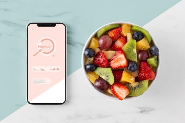 Lanche saudável e variedade de telefones