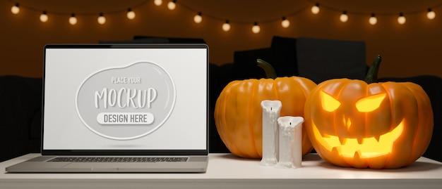 Laptop com tela de maquete na mesa com lâmpadas de abóbora e vela decorada no conceito de halloween renderização 3d