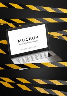 Laptop de renderização 3d com faixa de perigo para a exibição do seu produto