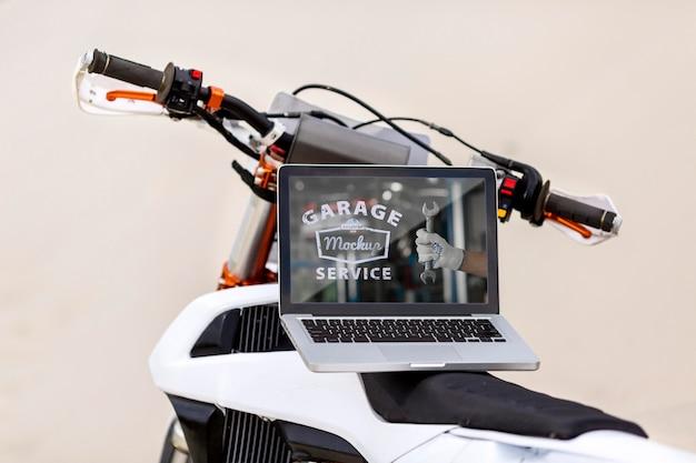 Laptop em uma motocicleta