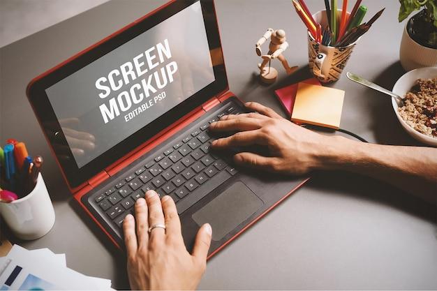 Laptop photoshop mockup