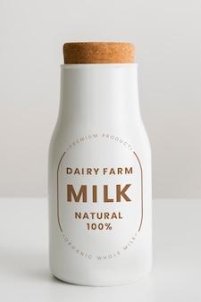 Leite de fazenda leiteira 100% natural. 29 de janeiro de 2020 - banguecoque, tailândia