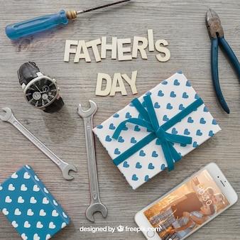 Letra do dia dos pais, caixas de presente, smartphone, relógio e ferramentas