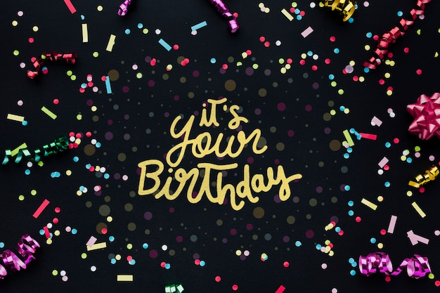 Letras de aniversário colorido com confete